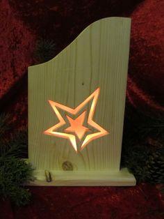 Die Lampen bestehen aus Fichtenholz Mit viel Liebe wurden die Motiven herausgesägt, geschmirgelt,dann mit einer 10er Lichterkette hinterlegt, zusammengebaut und anschließend mit Wachs...