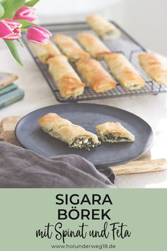 Börek mit Spinat und Feta Simple recipe for burgers with spinach and feta cheese – the cigar börek are perfect to take away for a picnic or lunchbox and are an easy-to-prepare finger food for your (brunch) buffet Raw Food Recipes, Vegetarian Recipes, Dog Recipes, Boite A Lunch, Queso Feta, Brunch Buffet, Spinach And Feta, Salad Ingredients, Vegetable Dishes