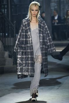 Elegante, confortevole, sensuale e ricercato, il nightwear non è mai stato così di moda. Amato dal icone di stile come Coco Chanel