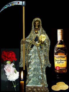 Salve mi Señora Santa Muerte, Señora Santa Dorada, que a los pobres, necesitados y afligidos nos prestas tu ayuda y consuelo. Santa...