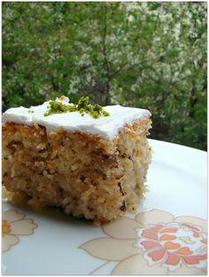Kadayıflı kek tatlısı kadayıflı kek kadayıflı şerbetli kek Kadayıflı kek tatlsısını çok çok beğendim. Misafir gelmesini beklemeyin derim hemen yapıp ailecek afiyetle yiyin..:) işte nefis kadayıflı kek tatlısı tarifi.. Hayırlı güzel bir hafta geçirmeniz temennisi ile.. Kadayıflı kek tatlısı için gerekenler Malzemeler: 4 yumurta (L) 1 çay bardağı toz şeker 1 çay bardağı sıvı yağ …