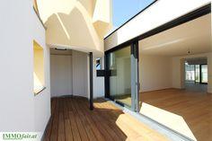 Raffiniert geschnittene Eigentumswohnungen in klassischem Wiener Altbau: Projekt Hofstattgasse Modern, Divider, Stairs, Room, Furniture, Home Decor, Condominium, Room Interior Design, Projects