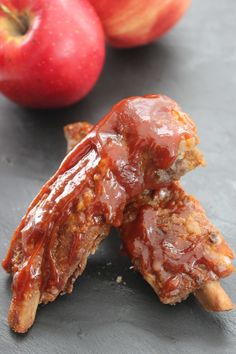 This fall favorite slow cooker recipes to come home to is this Slow Cooker Applesauce BBQ Spareribs recipe. It's easy and delicious, and the fresh apple flavor makes it absolutely perfect for fall. If you have yet to try fruit and meat cooked together, this pork spareribs recipe really does provide the perfect opportunity. Apple Recipes, Great Recipes, Frugal Meals, Easy Meals, Spareribs Recipe, Spare Ribs, Best Food Ever, Cooking Together, Fresh Apples