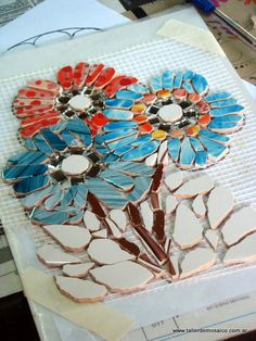 Mosaic flowers, work in progress Mosaic Tile Art, Mosaic Pots, Pebble Mosaic, Mirror Mosaic, Mosaic Diy, Mosaic Garden, Mosaic Crafts, Stone Mosaic, Mosaic Glass