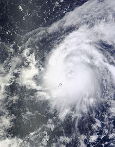 NASAのテラ衛星は、午後12時30分UTCに10月3日に西部太平洋熱帯ストームVongfongこの可視画像を捕獲した。