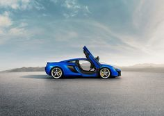 The McLaren was unveiled at the 2014 Geneva Motor Show by McLaren Automotive as a replacement for the McLaren and is currently in production. The car is available as a 2 door coupe and as a open top roadster. 2015 Mclaren 650s, New Mclaren, Mclaren Cars, Supercars, Butler, Wallpaper Collection, Pictures Of Sports Cars, Mc Laren, Geneva Motor Show