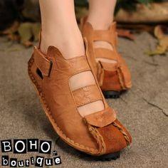 Босоножки, сандалии : Кожаные босоножки на шипованной подошве с декоративной строчкой и ремешком