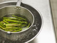 Blanching vegetables before dehydrating them results in better color and flavor. Here& how, and how long to blanch each vegetable before drying it. Freezing Asparagus, Freezing Vegetables, How To Cook Asparagus, All Vegetables, Veggies, Recipe Filing, Dehydrated Food, Dehydrator Recipes, Vegetable Recipes