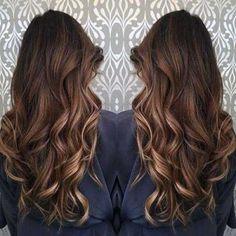 cabelos com mechas marrom ouro