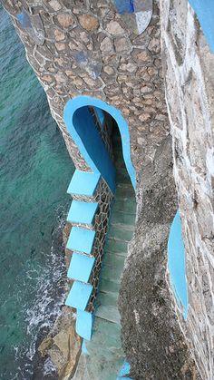 Blue Cave Castle (Castelo da Caverna Azul), em Negril, na Jamaica, Caribe, América Central. O castelo foi construído sobre um velho abrigo de piratas.