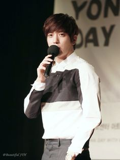 Happy Yonghwa Day!!! 생일축하합니다♬ 사랑하는 정용화 생일축하합니다♬