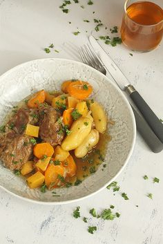 Pork Cheeks Braised in Cider _ I have for you today a recipe for a very tasty one-pot dish native of northern France. Slow Cook Pork Chops, Pork Roast, Lorraine, Pork Cheeks, One Pot Dishes, French Food, Pork Recipes, Love Food, Tasty