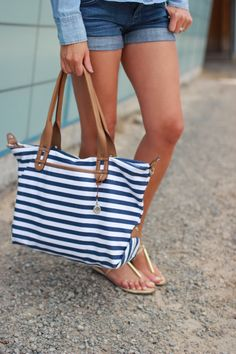 Stella and Dot Beach Bag: the detachable crossbody strap with this bag is now FREE! www.stelladot.com/nicholethomason