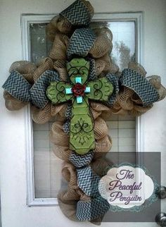Saw a very pretty one similar to this on Duck Dynasty (theirs had leopard print & feather accents). Wonder how hard it is to find a cross shaped wreath frame? Burlap Mesh Cross Wreath with Green Tin by ThePeacefulPenguin Diy Projects To Try, Crafts To Do, Craft Projects, Diy Crafts, Craft Ideas, Wreath Crafts, Diy Wreath, Wreath Making, Wreath Ideas