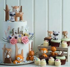 In love with these adorable woodland cake and cupcakes by the talented Cotton Tail cake studio. All their creations are simply stunning and lovely, with an exquisite attention to detail. Woodland Cake, Woodland Party, Woodland Theme, Cupcakes Decorados, Novelty Cakes, Partys, Sugar Art, Love Cake, Cute Cakes