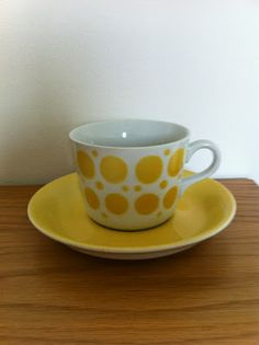 Arabia Pop Yellow Coffee Cups, Bow Board, Pottery Vase, Live Long, Cup And Saucer, Cool Kitchens, Finland, Tea Pots, Retro Vintage
