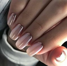 Pink nail polish with glitter nail art - Nageldesign - Nail Art - Nagellack - Nail Polish - Nailart - Nails - Makeup Light Colored Nails, Light Nails, Gorgeous Nails, Pretty Nails, Pretty Toes, Nail Art Paillette, Hair And Nails, My Nails, S And S Nails