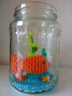 Free crochet pattern for fish and plants. What a fun gift for someone!