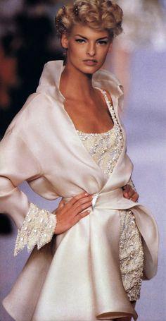 #vintage Linda Evangelista in Claude Montana for Lanvin 1991 #90s #thesupers