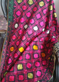Verm. 19e eeuwse Phulkari  trouwshawl uit Abbattobad, Pakistan