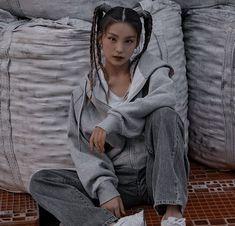 Kpop Aesthetic, Aesthetic Photo, Aesthetic Girl, Asian Boys, South Korean Girls, Cute Korean Girl, Girl Bands, Poses, Kawaii Fashion