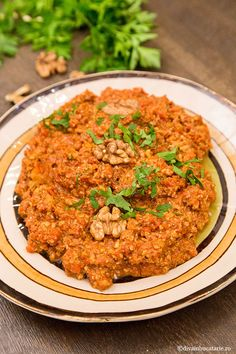 MUHAMMARA - MHAMARA - PASTA PICANTA DE ARDEI CU NUCI | Diva in bucatarie Garlic Olive Oil, Spicy Dishes, Lebanese Recipes, Stuffed Sweet Peppers, Risotto, Curry, Veggies, Healthy Recipes, Traditional