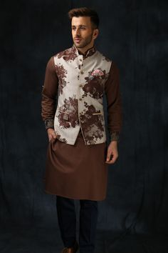 Indian wedding outfits for the bride's/groom's brother, indian wedding outfit ideas for men Indian Wedding Guest Dress, Wedding Dresses Men Indian, Indian Wedding Wear, Wedding Dress Men, Wedding Outfits For Men, Wedding Kurta For Men, Wedding Sherwani, Engagement Dress For Groom, Engagement Dresses