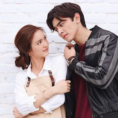 Arranged Marriage With My Senior (Proses Revisi) Photo Poses For Couples, Cute Couples Goals, Couple Goals, Japanese Couple, Korean Couple, Cute Love Couple, Best Couple, Chines Drama, O Drama