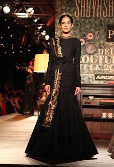 I die!so beautiful Pakistani Dresses, Indian Dresses, Indian Outfits, Trendy Sarees, Stylish Sarees, Lakme Fashion Week, India Fashion, Women's Fashion, Indian Designer Outfits