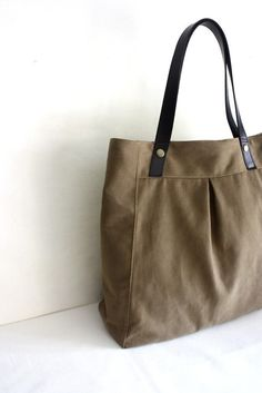 Tote bag with leather straps