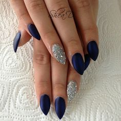 Matte navy and silver stiletto nails! Blue And Silver Nails, Navy Blue Nails, Blue Acrylic Nails, Navy Blue Nail Designs, Navy Blue Makeup, Silver Glitter, Blue Glitter Nails, Homecoming Nails, Prom Nails