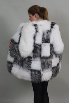 BRAND NEW AND BEAUTIFUL Luxury gift/ Silver fox with white Fox Fur Coat/Fur jacket / Wedding,or anniversary present.MADE FOR WOMEN AND MADE FROM