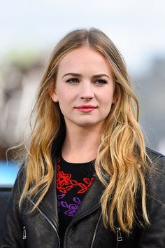 Britt) I texted Dylan, telling him to meet me at my house. I was wearing a leather jacket with a purple sundress and sneakers. Soon enough, I hear a knock at the door. Britt Robertson, Most Beautiful Hollywood Actress, Beautiful Actresses, Jessica Parker Kennedy, Celebrity Makeup, Thing 1, Hollywood Celebrities, Famous Women, Girl Crushes