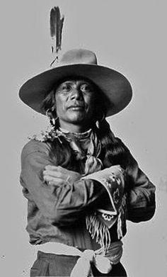 SHOSHONE MAN  circa 1910 #blackpeople #black #people #skin Native American Beliefs, Apache Native American, Native American Photos, Native American History, Black Indians, Native Indian, Black People, North South, African Americans
