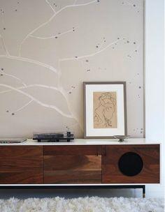Si hay una pieza estrella a la hora de decorar en la tendencia nórdica imprescindible en tu salón o comedor, que sirva para contener todo t...