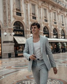 @matthiasgeerts with a summer suiting idea with a gray linen suit white tshirt sunglasses #summerstyle #summeroutfits #suit #menswear #menstyle #mensfashion #linen #sunglasses #businesscasual