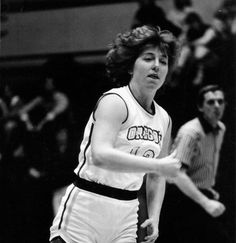 Black and white photo of University of Oregon basketball player Debbie Ware during a game played at McArthur Court between 1978 and 1980. ©University of Oregon Libraries - Special Collections and University Archives