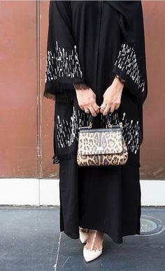 PINNED BY @MUSKAJAHAN - ABAYA - KHALEEJI STYLE New Abaya Design, Abaya Designs Dubai, Abaya Fashion, Muslim Fashion, Modest Fashion, Orientation Outfit, Hijab Abaya, Morrocan Dress, Modern Abaya