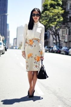 Awesome 33 Classic Floral Blouse Styles for Work http://clothme.net/2018/04/04/33-classic-floral-blouse-styles-for-work/