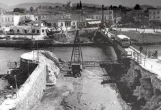 During the construction of the Chalkis bridge Mad World, Bologna, Photo Story, Old Photos, Construction, Urban, Country, Street, Travel