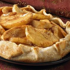 This free-form apple dessert is super easy because it starts with a refrigerated pie crust. #thanksgiving