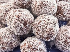 If you're looking for home remedies for stress, try these stress support balls. They are a great stress remedy made with herbal adaptogens. What's an adaptogen? Sweet Recipes, Cake Recipes, Dessert Recipes, Yummy Recipes, Iced Tea Lemonade, Grandma Cookies, Hungarian Recipes, Hungarian Food, Organic Herbs