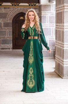 Tesettür nişan/kına elbisesi  ☙ Bindallı ☙  Pinterest  Kaftan, Medieval and Turkish fashion