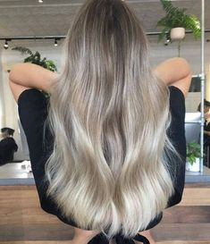 Ash blonde looks excellent on healthy and well-conditioned hair #ashblonde #hairstyle #blondehair #haircolor