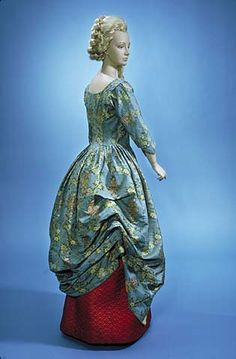 1770-85 Martha Kerby King gown, Smithsonian