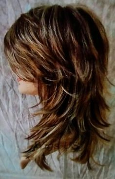 If you want a natural new medium layered hair cuts from summer to fall, why not try these medium layered hair cuts hair styles or colors? Medium Shag Haircuts, Long Shag Haircut, Short Shag Hairstyles, Haircuts For Long Hair, Cool Hairstyles, Layered Haircuts, Haircut Medium, Shaggy Haircuts, Shaggy Bob