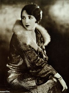 Beautiful silent film star Bebe Daniels