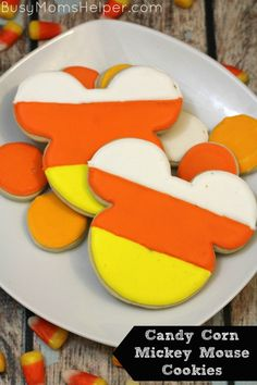 Add some Disney lovin' to your Halloween with these fabulous Candy Corn Mickey Mouse Cookies! Mickey Mouse Food, Mickey Mouse Cookies, Mickey Mouse Halloween, Disney Cookies, Disney Halloween, Halloween Fun, Disney Themed Food, Disney Food, Disney Snacks