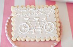 bike-themed party cookies