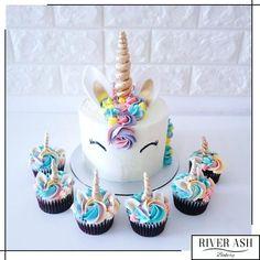 Magical Unicorn Cake+Cupcakes Bundle - River Ash Bakery - Cakes and Desserts Singapore Unicorn Themed Birthday Party, Unicorn Party, Birthday Cake, 11th Birthday, Mini Cakes, Cupcake Cakes, Fete Emma, Unicorn Foods, Unicorn Cakes